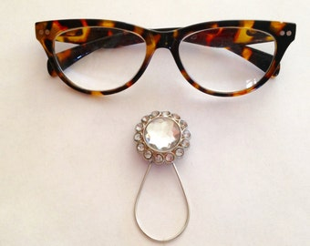 The mattie round rhinestone magnetic eyeglass holder