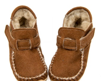 Sheepskin Outdoor Moccasins, Vibram sole, velcro fastening, support barefoot walking, sizes EU 18 to 31 - US 3.5 to 12.5