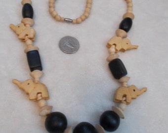 Stunning Vintage Necklace-Wooden Animals-N1721