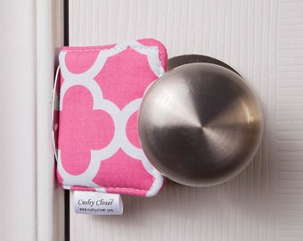 The Original Cushy Closer Door Cushion - Hot Pink & White Quatrefoil - Door Latch Cover