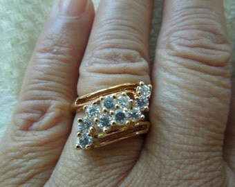 Vintage Costume Ring, Size 7.5, Gold Toned with Rhinestone Cluster.  Excellent Condition