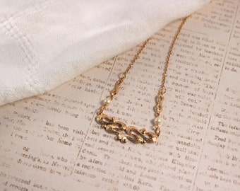 Avon Romatic Moments Gold Tone Necklace - Vintage 1982