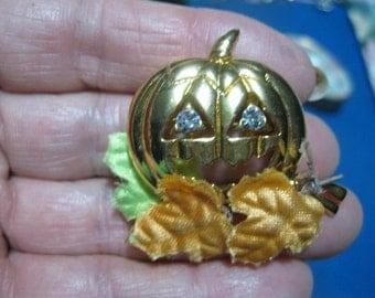 Jack-o-Lantern brooch, Pumpkin Pin, Halloween pin, brooch, Pumkin with foliage pin