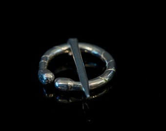 Small sterling silver penannular brooch - Archaeological replica