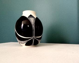 Symmetrical black and white pot