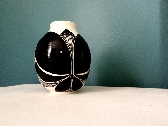 Symmetrical black and white pot