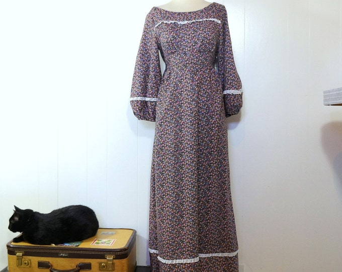 Calico Peasant Dress SMALL 1970s Festival Dress Boho Hippie Maxi Black Cotton Pink Purple Floral White Eyelet Lace Trim Scoop Back Hawaii