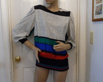 vintage bold geometric blouse with stretchy bottom