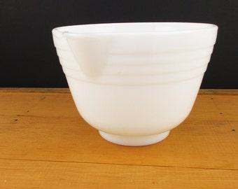 A White Milkglass Mixing Bowl - Bowl for Mixer - Four Ridge White Glass Bowl - Bowl with Spout - Mixer Bowl