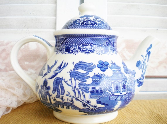 Vintage Blue Willow Tea Pot Blue And White Churchhill England Lidded China 7 Inch For Serving Tea Party Gift Decor