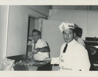Makin' Bacon, c1950s Vintage Snapshot Photo [510419]
