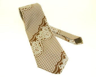1970s Disco Era Wide Brown Polyester Tie Mens Vintage Textured Polyester Necktie with silver gray houndstooth and Boho Designs