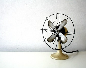 SALE 30% off! -  Mid century. Electric table fan. Porcelain base. Minimalist industrial design (H110)
