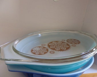 Pyrex Royal Pattern Lid with 2 Solid Casseroles