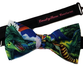 Dinosaurs Print Bow Tie- Dinosaurs World- Leopard Print Bow Tie-All sizes From Newborn To Adult- Adjustable Straps, Cotton, Handmade Bow tie