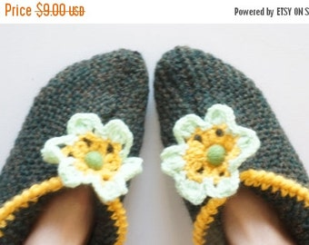 HALLOWEEN SALE Slippers Socks hand knitted green yellow fall autumn colors size 6 7 8 handmade stretchable ready to ship Wool medium woman r