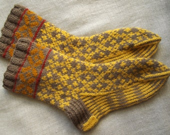 Hand knit Folk wool socks