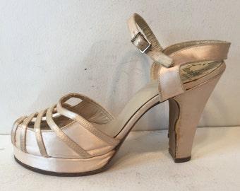 1940s cream satin platform sandals - 1940s bride - size 5.5 - 1940s shoes - 1940s platform shoes - 1940s platforms - 1940s off-white shoes