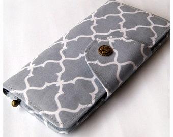 Womens Bifold Wallet, Fabric BiFold Wallet Clutch - Quatrefoil In Grey