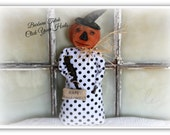 Primitive standing pumpkin doll with black crow and Happy Halloween sign