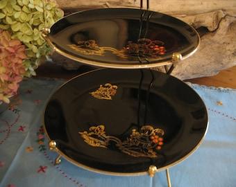 Cake display. Mandalay Paussy England. Black cake plate