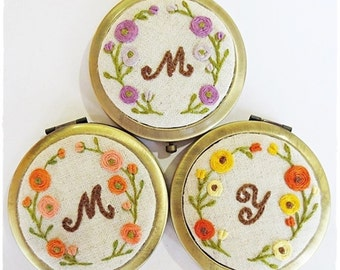 Personalized compact mirror monogram compact mirror rose flower wreath hand embroidery bridesmaids gift