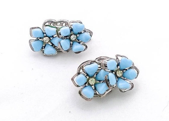 Vintage blue lucite and rhinestone daisy flower silvertone clip earrings