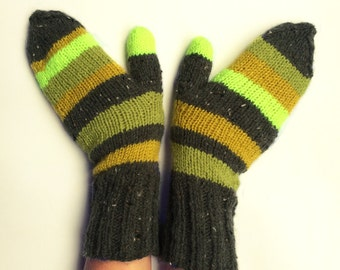 Knit gloves mittens striped green
