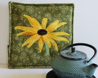 Pot Holder - Appliqued Rudbeckia, Sunflower, Potholder, Pot Holder, Trivet, Hot Pad, Botanical Art, Textile Art, Fabric Art