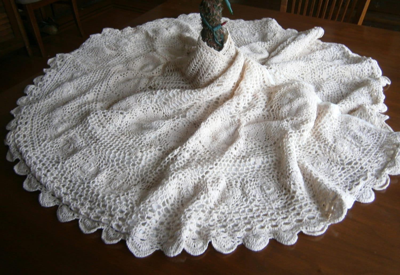 Hand Crocheted Christmas Tree Skirt / Fully Lined / Ivory Tree