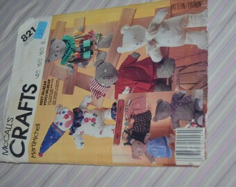 McCalls 821  McBEar Package and Clothes .Sewing Pattern - UNCUT