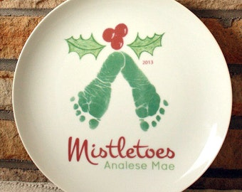 Christmas gifts for grandma and grandpa mom and dad for Handprint ceramic plate ideas