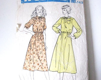 SALE - Vintage 1970′s Sewing Pattern - Dress Pattern - Size 12 34″ Bust - Mail Order Sewing Pattern - Boho Dress Pattern - News of the World