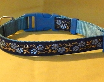 Medium Blue flowers collar
