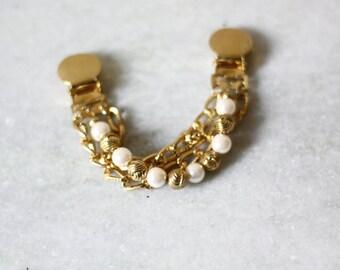 1980s gold sweater clip // vintage sweater clip // vintage brooch