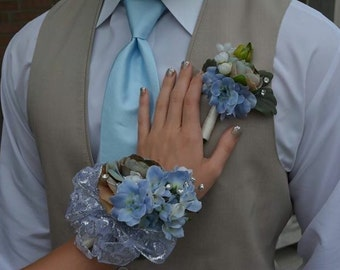 Single Corsages made to oder with the colors of your choice.