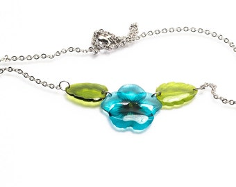 Teal pansy with leaves necklace. Comes in a gift box.