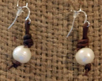 Simple pearl and leather earring