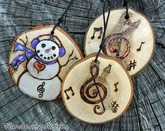 wood slice painting, ornament, treble clef painting, music notes, wood burning, metallic, musical ornament, wood slice, snowman wood slice