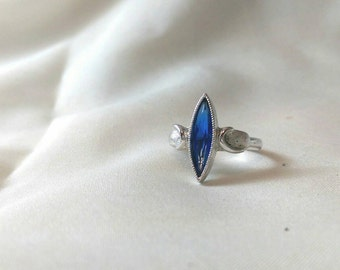 Vintage Ring - Sarah Coventry silver tone ring Blue stone Adjustable