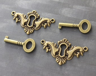 2 Antique Brass Keyhole Cover& 2 keys Key Hole Pendants-Connectors-Keyhole Connectors