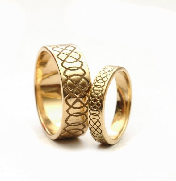 Celtic Wedding Ring Set Engraved Design in 10K 14K 18K Gold, His and Hers Wedding Bands, Platinum or Palladium, Handmade in Custom Ring 749