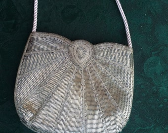 Beaded purse with an old-fashioned look