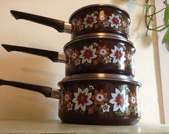 Retro Enamelware midcentury saucepan set //Brown Floral Enamel Saucepan Set // 1970s Vintage Enamel Cookware // 3 Enamel Kitchen Pots & Pans