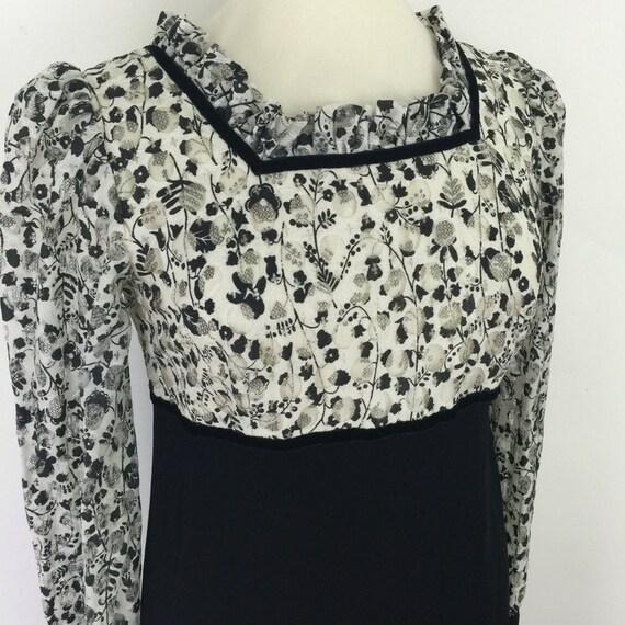 Maxi dress 1970s vintage lace empire line square neckline ribbon trim crepe skirt Regency feel UK 14 boho hippy festival Biba