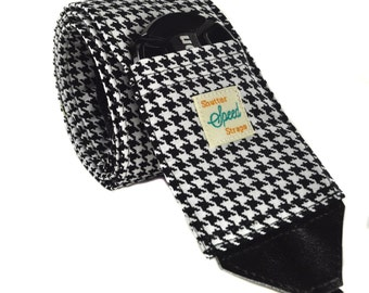 DSLR Camera Strap with Lens Pocket - The Houndstooth