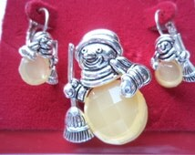 Vintage Silvertone Jelly Belly Snowmen Brooch/Pin and Earring Set