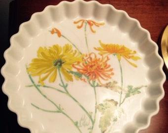 "Seymour Mann ""Chrysanthemum "" ceramic quiche dish"