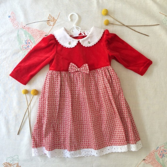 Baby girls' dresses come in an array of styles as well as colors. Whether you're looking for picture-taking, casual, birthday, or special occasion dresses, you can find it all right here. We also offer many dresses with coordinating diaper covers, satiny sashes, and even headbands.