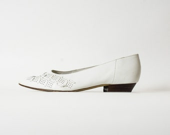 Vintage Shoes in White Leather | UK size 5 | White Leather Shoes | White Leather Loafers |  70s Leather Shoes